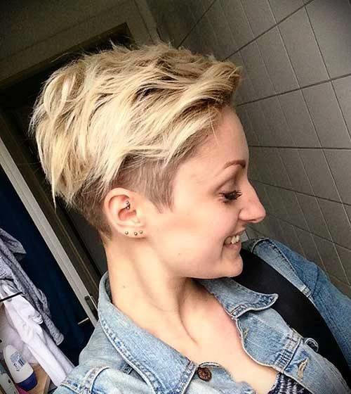 short-blonde-curly-hair-22