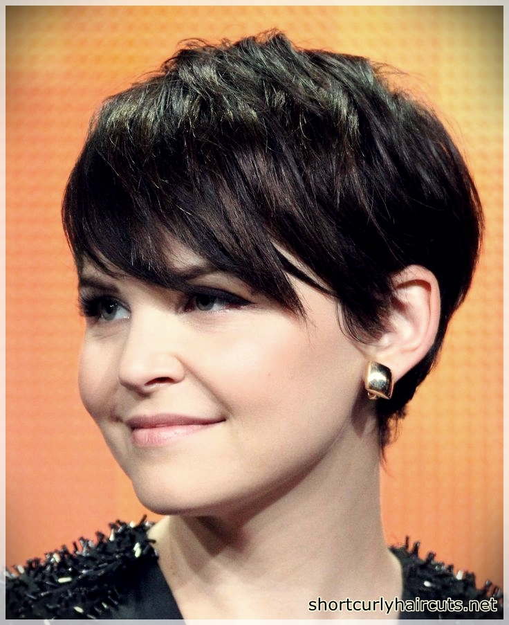 Pixie Short hairstyles for round faces
