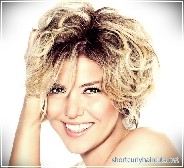 Look Absolutely Different by Trying Out The Curly Short Hairstyles Women 2018 - curly short hairstyles women 2018 13