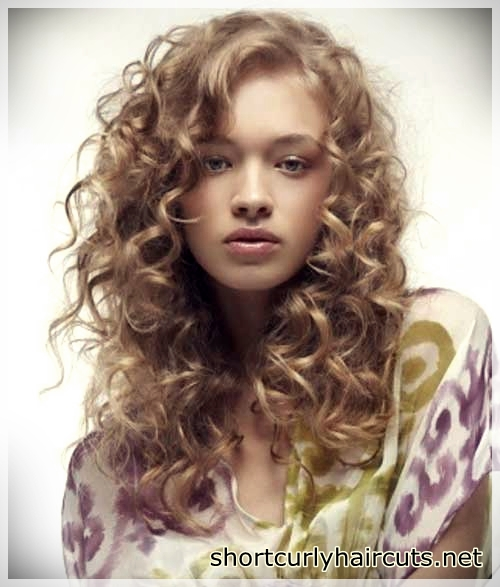 short haircuts for curly hair 8 - Suggestions of Short Haircuts For Curly Hair