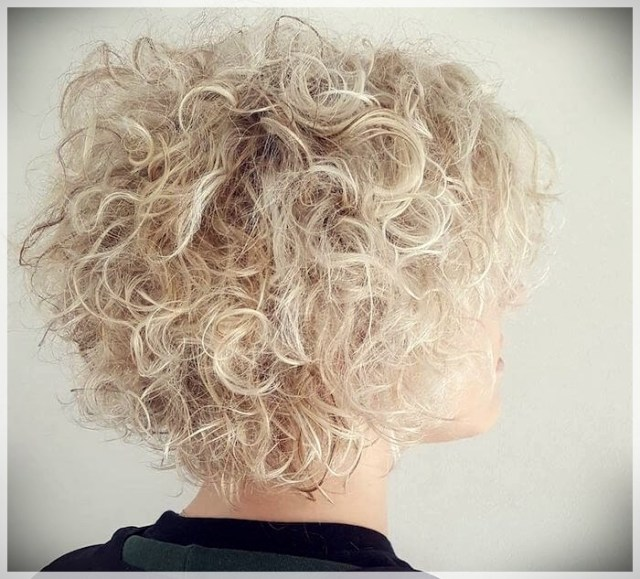 Curly Hair 2019: long and short cuts, the best hairstyles - curly hair 2019 15