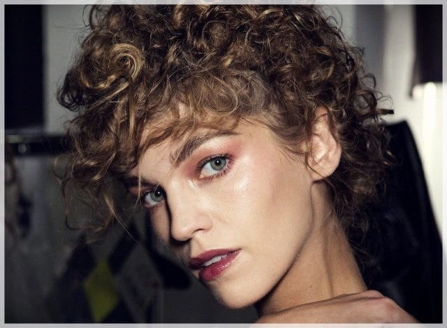 Curly Hair 2019: long and short cuts, the best hairstyles - curly hair 2019 3