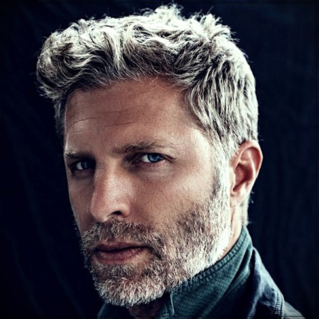 Gray hair man: trends, colors and shades of 2019 - gray hair man 4