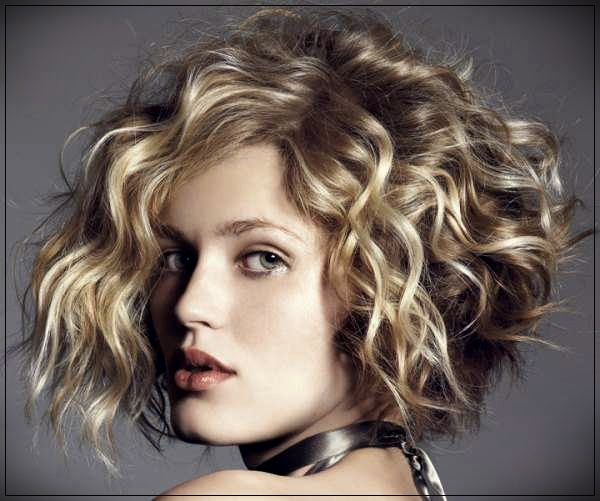 Trendy hairstyles for short hair quickly and beautifully. Elegant stacking options - hairstyles for short hair 3