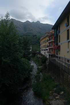 A stream and buildings in Arenas de Cabrales