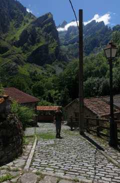 Kyle walking along a cobblestone street in Caín