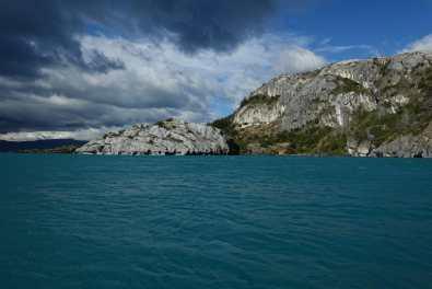 Cliffs on the shoreline during the boat trip to Capillas de Mármol