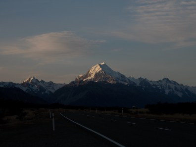 road on the way to Aoraki / Mount Cook