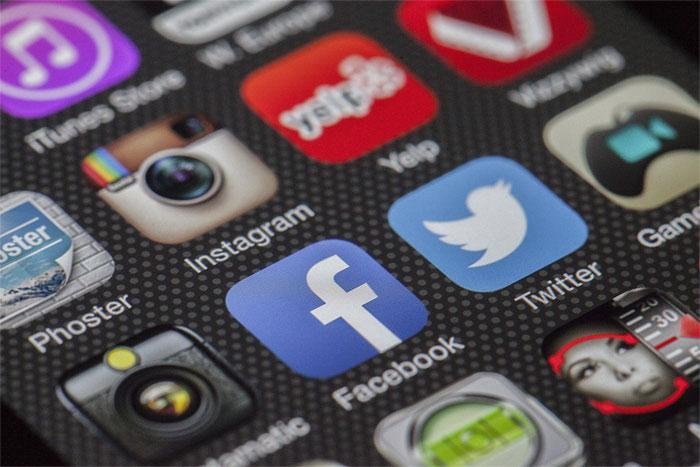 Facebook, Twitter, Instagram, Whatsapp