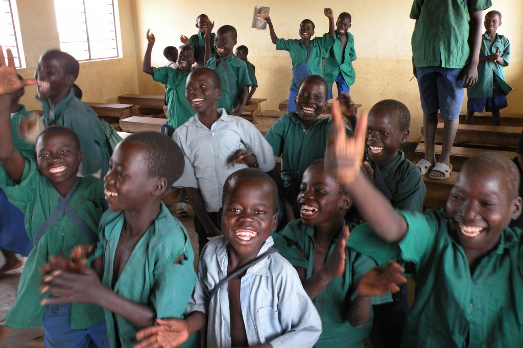 Education_programs_bring_primary_education_to_vulnerable_and_conflict-affected_children_in_Uganda_(7269658160)