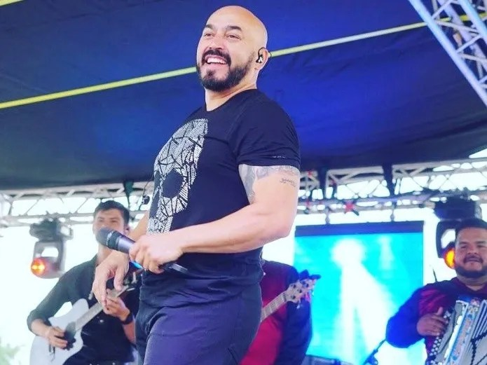 The fun and unbridled dance of Lupillo Rivera with a fan (Instagram)