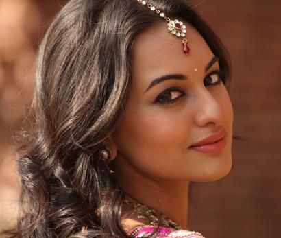 Sonakshi-Sinha-showbizbites