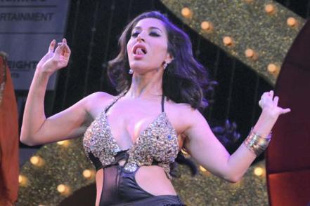 Sunny Leone and Sophie Choudry's perfoprmance-showbizbites-01