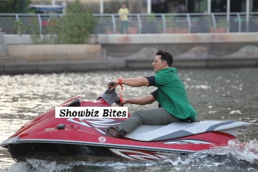 Akshay Kumar enters the press conference on a Jet Ski in Dubai. 02