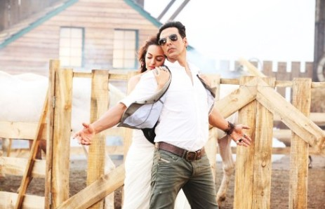 Akshay Kumar & Sonakshi Sinha @ song Har Kisi Ko Nahi Milta from BOSS 2 Movie Stills