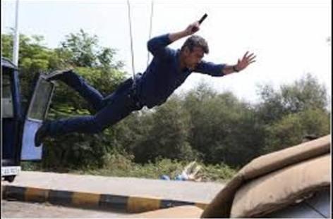 ajith-stunt-arrambam-showbizbites