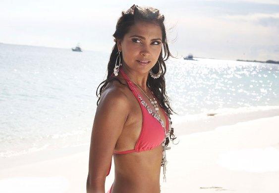 lara-bikini-showbizbites