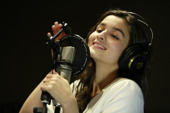 alia bhatt to sing for highway-showbizbites