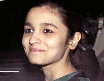 Alia Bhatt without makeup at highway screening-showbizbites-01