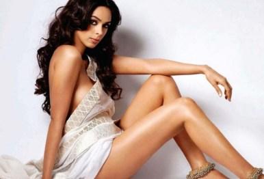 mallika sherawat hot pictures-showbizbites