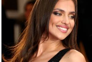 Irina Shayk Near Wardrobe Malfunction, Check it Out
