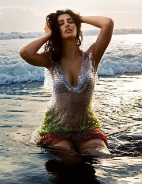 nargis fakhri-hot-showbizbites-03