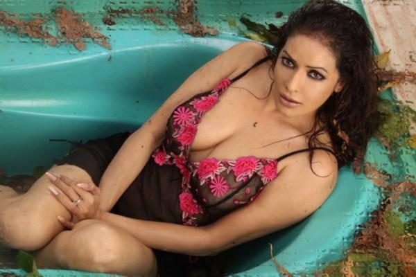 poonam jhawar-hottest pics-showbizbites-07