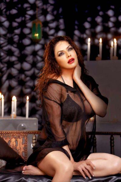 poonam jhawar-hottest pics-showbizbites