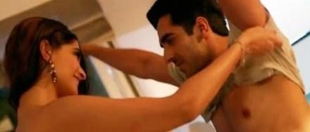 sonam taking off ayushmann's shirt-bewakoofiyan-showbizbites-01