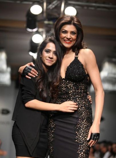 sushmita sen ramp walk-showbizbites-01