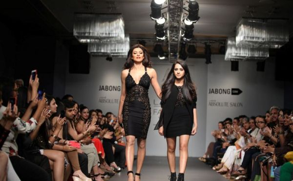 sushmita sen ramp walk-showbizbites-04