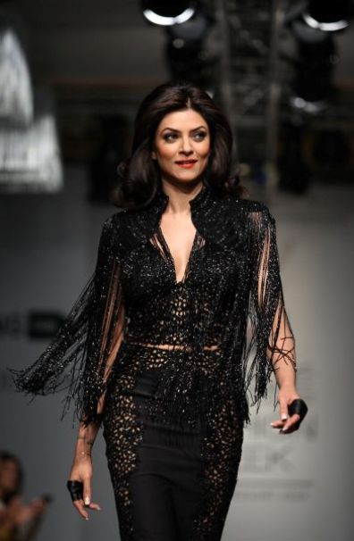 sushmita sen ramp walk-showbizbites-07