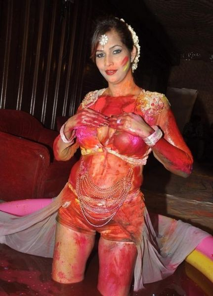 tanisha singh plays holi-showbizbites
