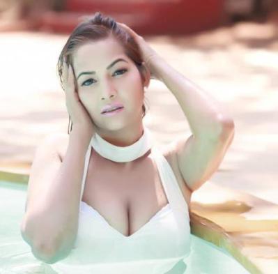 tanisha singh hot-showbizbites-02