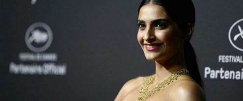 sonam kapoor at Cannes-showbizbites-02