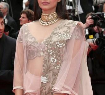 sonam kapoor at Cannes-showbizbites-06
