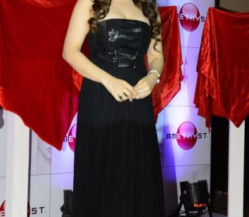 zarine khan at the launch-showbizbites-01