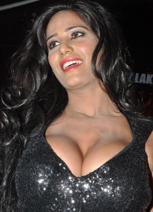 Poonam Pandey Hot Showbizbites 01
