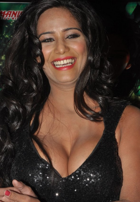 Poonam Pandey Hot-showbizbites-02