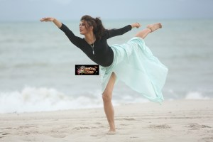 PIX: Jacqueline Fernandez Seduces on the Beach
