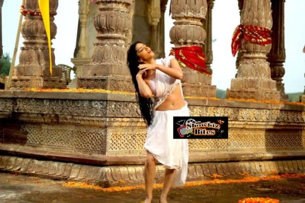 Sunny Leone Satyam Sundram Look - Feat