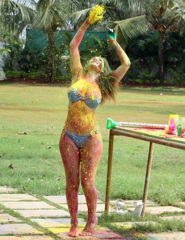 Sofia Hayat Plays Holi-02