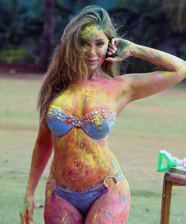 Sofia Hayat Plays Holi-03