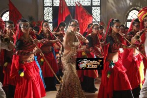 What Happened When Sunny Leone Wore 12 Kgs Lehnga?