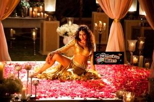 Chitrangada Singh Looks Damn HOT in Kundi Mat Khadkaa Raja Song