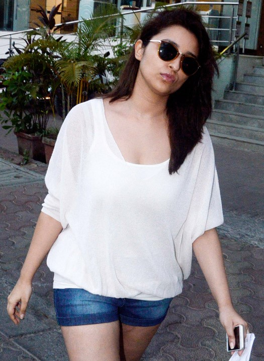 parineeti chopra at juhu-01