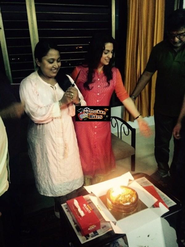 Juhi Chawala Celebrates Shabina Khan's Birthday-01