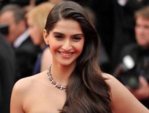 VIDEO: Sonam Kapoor's 2015's Best Looks, Magazines Shoots and Movies