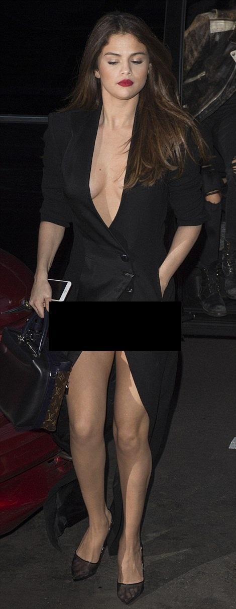 selena gomez wardrobe malfunction-01