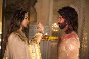 Deepika Padukone's Padmaavat Set to Earn 19 Crore in India Only on 1st Day